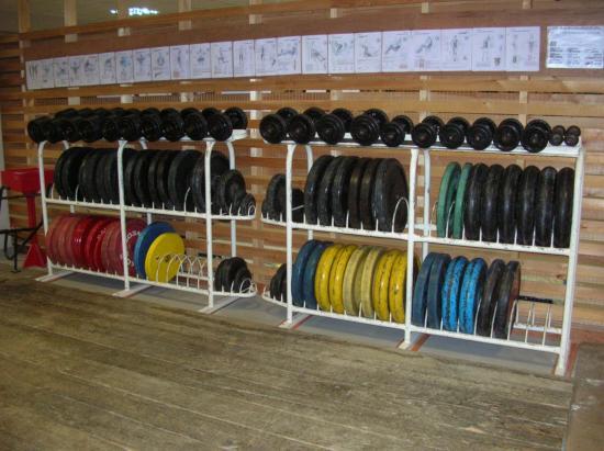 Range disques et haltères courts