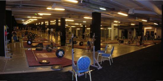 La salle d'entraînement dans un parking d'hôtel